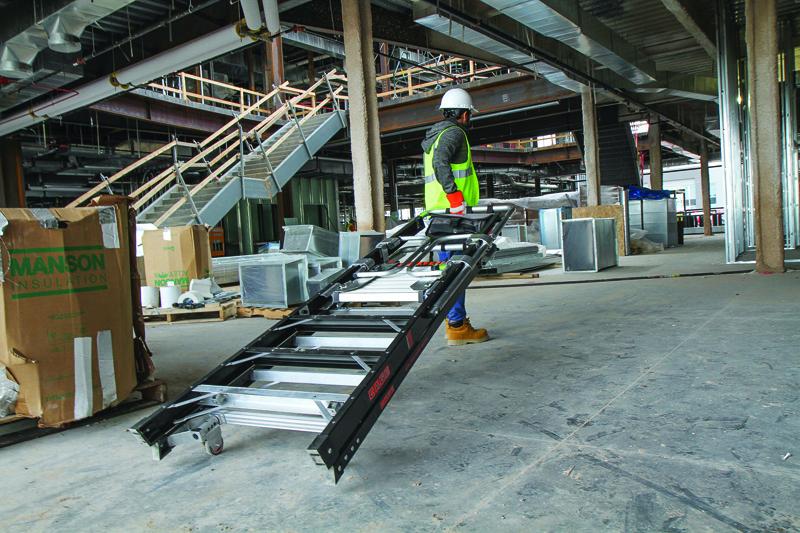 De praktiske transporthjul kan foldes ud og anvendes når stigen skal flyttes - praktisk og enkelt!